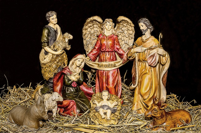 christmas-crib-figures-1903954_640.jpg