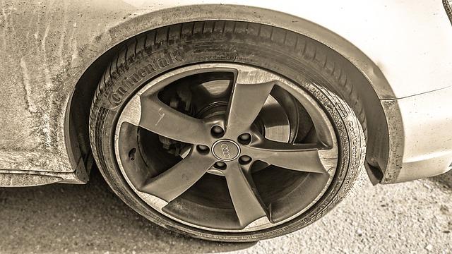 car-1140405_640